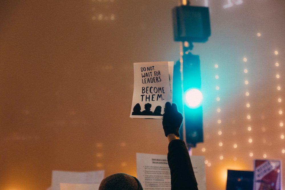 Leaders Plakat mit grüner Ampel